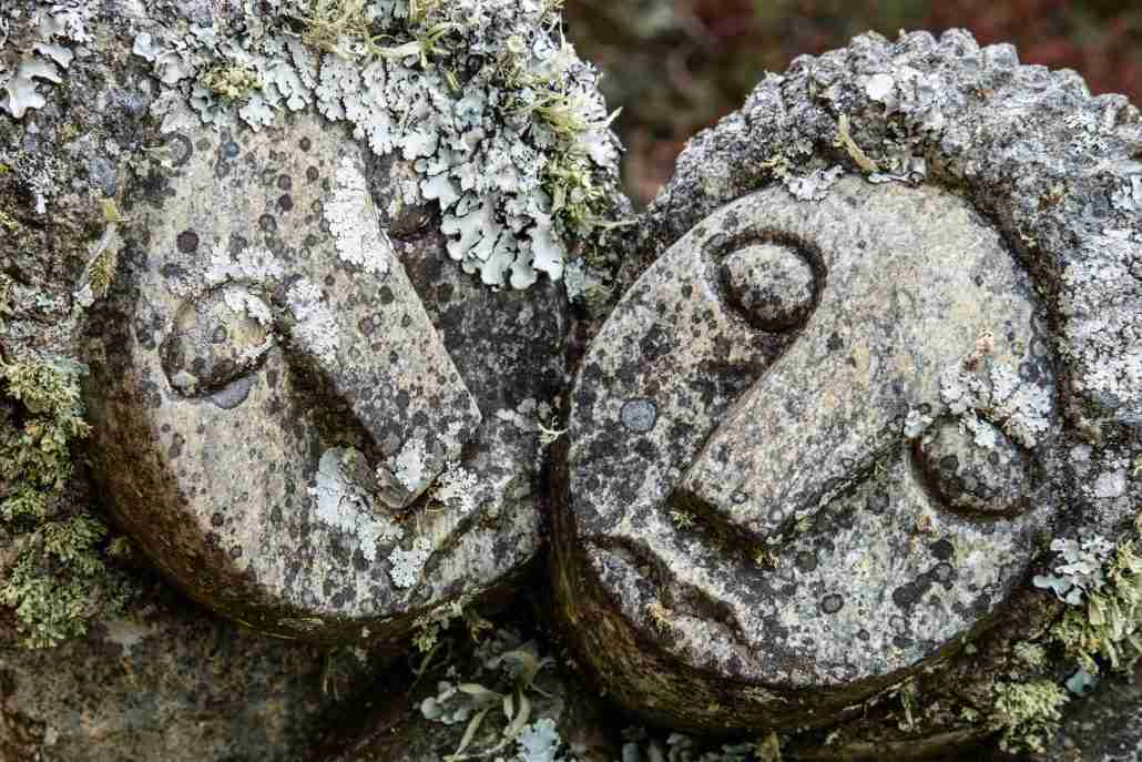 sculpture - couple in moss